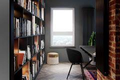apartament-w-warszawie-styl-loftowy-i-art-deco-cegła-w-salonie-Artystyczny-Żoliborz-home-office