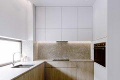 3-widok-na-jadalnie-minimalistyczne-wnętrze-drewno-i-biel-min