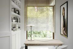 3_-wnętrze-z-dużym-salonem-skandynawski-styl-jasne-drewno-z-czarnymi-dodatkami-mieszkanie-Grodzisk-Mazowiecki