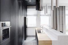 4-minimalistyczny-styl-wnetrza-z-duża-część-dzienną-_-dominuje-czarny-i-grafitowy-oraz-jasne-drewno-mieszkanie-w-Warszawie