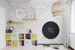 8-nowowczesne-nawiazanie-do-stylu-vintage-_-apartamentowiec-w-Warszawie-jasne-wnętrze-z-mocnymi-dodatkami-czerni-i-bordo