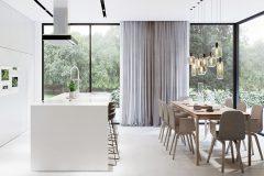 2_-dom-w-stylu-minimalistycznym-dom-w-Łódzi-dzielnica-Popioły-dzieła-sztuki-i-luksusowe-dodatki-do-wnętrz-dom-otwierający-się-na-las
